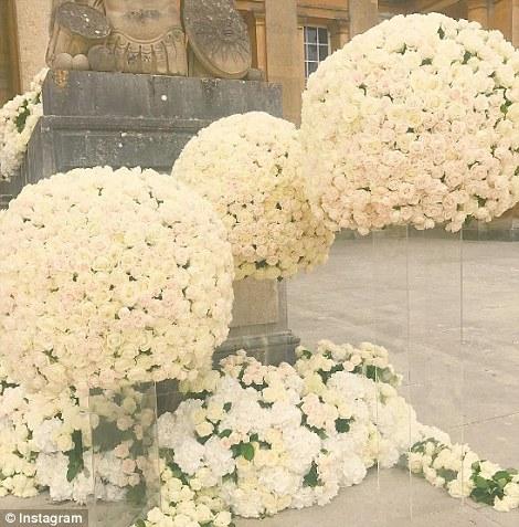 Folarin-Alakija-Naza-Khosro-wedding-outdoor-entrance