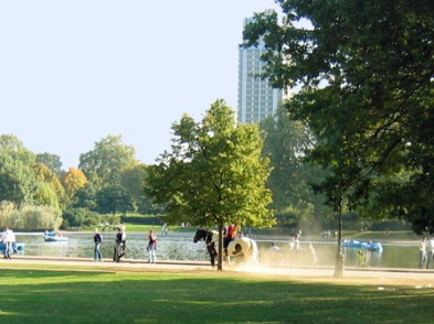Riding-Horses-Beside-The-Serpentine-in-Hyde-Park-London